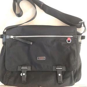 TUMI nylon messenger bag silver hardware EUC black